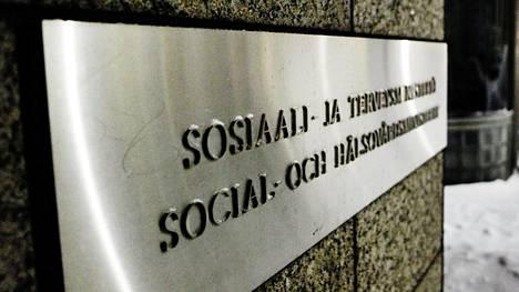 Sosiaali- ja terveysministeriö (STM) ajaa työntekijöille oikeutta saada nähtäväkseen kollegojensa palkkatiedot.