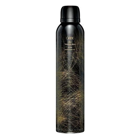 Oriben Dry Texturizing Spray -tekstuurisuihkeesta tulee juuri sopivan verran rakennetta puhtaaseen tukkaan ilman pelkoa tahmaisesta tunteesta ja tuoksu on kertakaikkisen herkullinen, 46 €.