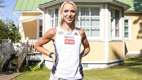 Annimari Korte kuvattuna Veikkolassa heinäkuussa.