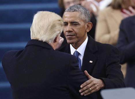 Trump ja Obama tervehtivät ensin mainitun virkaanastujaisissa tammikuussa 2017.
