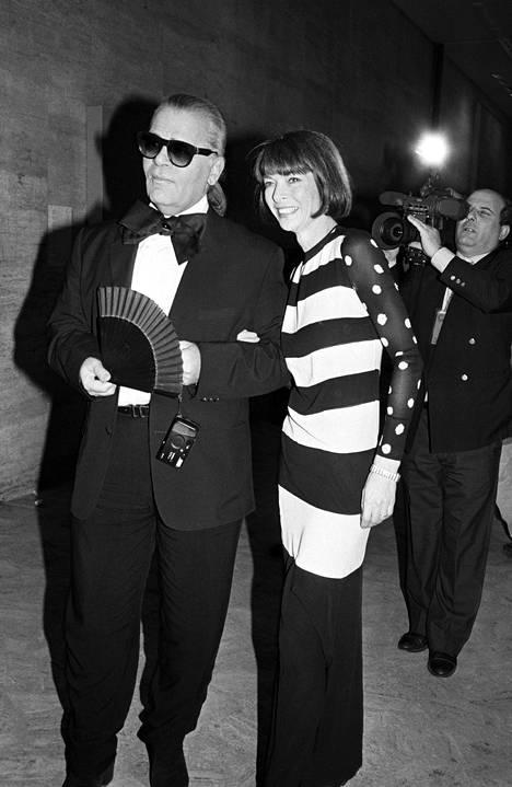 Karl Lagerfeld ja nykyinen Voguen päätoimittaja Anna Wintour vuonna 1993.