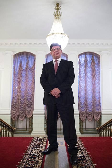 Kuznetsov on kovan luokan ammattidiplomaatti. Helsinkiin Kuznetsov tulee Venäjän ulkoministeriön pääsihteeristön päällikön paikalta, sitä ennen hän oli suurlähettiläänä Slovakiassa.