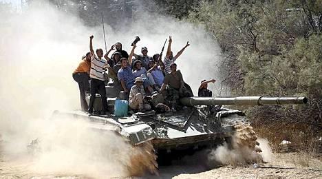 Kapinallisten asema on nyt vahvempi kuin kertaakaan aiemmin, kun he piirittävät Tripolia sekä idästä että lännestä.