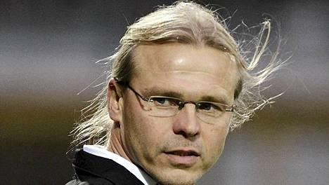 Marko Rajamäen luotsaama TPS nousi liigan kärkeen.