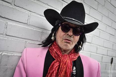 Andy McCoy kertoo uutuuskirjassa oman versionsa Hanoi Rocksin villeistä vuosista.