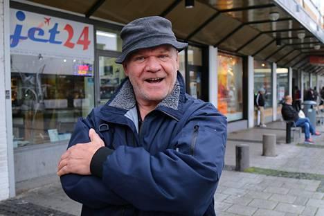 Jannis Gadinis sanoo, että ongelmia on paitsi Rinkebyssä myös Ruotsissa.