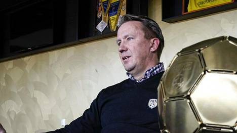 SJK:n omistaja Raimo Sarajärvi vetoaa joustavuuteen seurojen ja pelaajien välillä koronaepidemian keskellä.