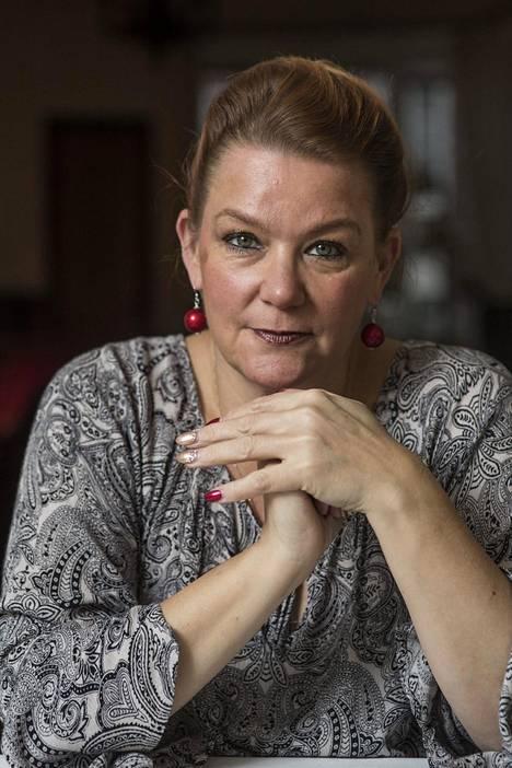 –En ollut koskaan ajatellut, kuinka tärkeitä maku- tai hajuaisti ovat. Tuli pelko ja klaustrofobinen olo, että entä jos ne eivät enää koskaan palaa, koronavirukseen sairastunut Annina Holmberg sanoo.
