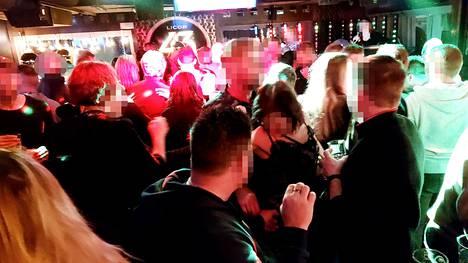 Levin Bar Ihkussa juhlittiin alppihiihdon maailmancupkisojen viikonloppuna.