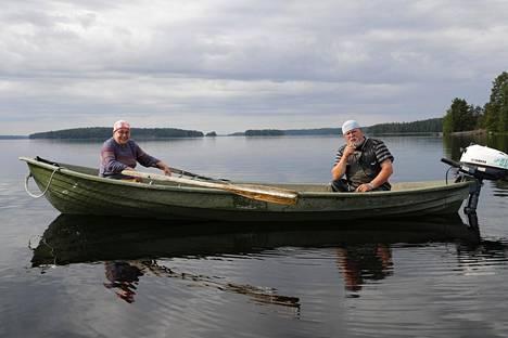 Kalastajapariskunta Kirsti ja Pauli Koski Myyrysselällä.