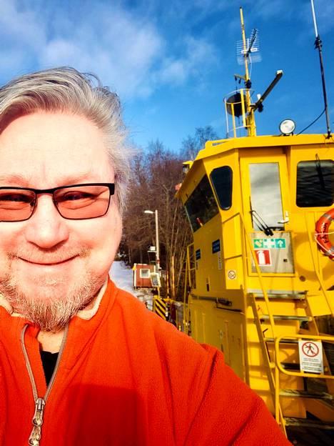 Vinnie Lane eli Veijo Mäki on nykyään osa-aikainen lossikuski Turun saaristossa.