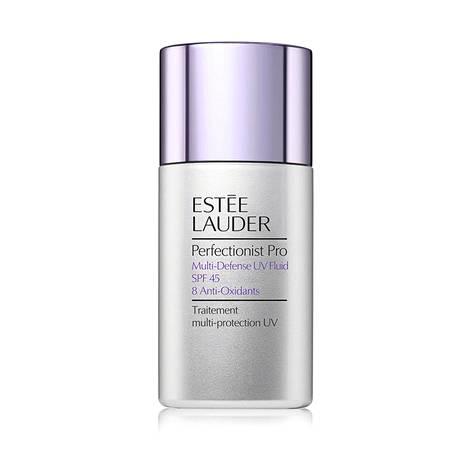 Estée Lauderin mineraalipohjainen aurinkovoide suojaa ihoa UVA- ja UVB-altistukselta ja lupaa kosteuttaa sekä auttaa ihoa puolustautumaan saasteilta ja infrapunalta. Perfectionist Pro Multi-Defense UV Fluid SPF 45, 44 € / 30 ml.