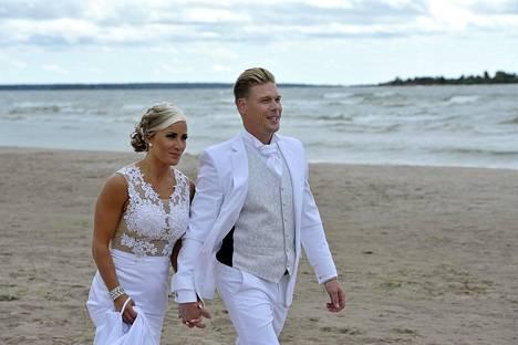 Rita ja Aki avioituivat Porin Yyterissä 2015.