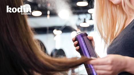 Haluatko luonnollisen ja pitävän hiuslakan? Hiuskiinteen voi tehdä itse