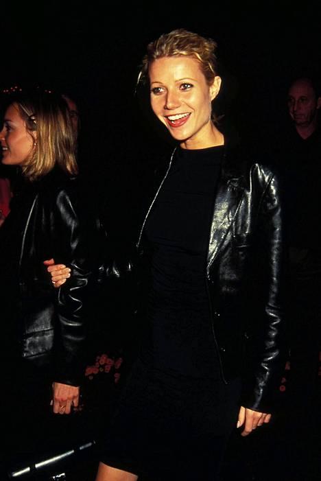 Paltrow kokomustissa vuonna 1996.