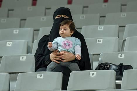 Dohan MM-kisajärjestäjät toivovat, että tavalliset qatarilaiset löytävät parin viikon päästä tiensä Khalifa International -stadionin lehtereille.