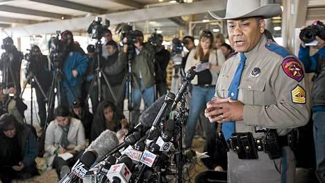 Texasin keskiviikkoisessa lannoitetehtaan räjähdyksessä kuoli 12 ihmistä, vahvistivat viranomaiset perjantaina.