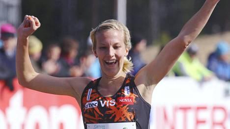 Camilla Richardsson juoksi kuukausi sitten maastojuoksun Suomen mestariksi.
