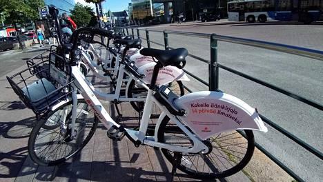 Juro-kaupunkipyörän voi pysäköidä mihin tahansa.