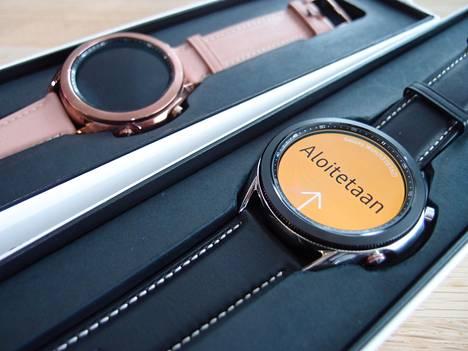 Samsung Galaxy Watch 3 -kelloa saa 45 ja 41 mm halkaisijalla. Kellotaulua ympäröivä pyörivä säätökehä on aiempaa kapeampi, ja näyttö suurempi.