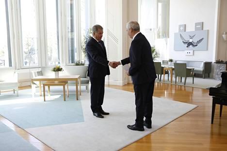 6. kesäkuuta: presidentti Niinistö nimittää Antti Rinteen hallitustunnustelijaksi.