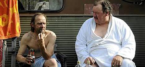 Suomalaismiehet puhuvat tunteistaan Miesten vuoro -elokuvassa.
