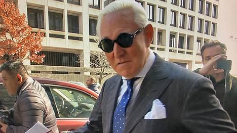 Trumpin aiemman poliittisen neuvonantajan Roger Stonen ympärillä kuohuu jälleen. Stone odottaa tuomiotaan Venäjä-tutkinnasta virinneistä syytteistä.