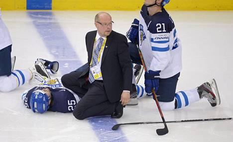 Hakkarainen on työskennellyt muun muassa Leijonien lääkärinä. Kuva MM-turnauksesta 2014.