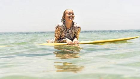 Kati Kumpulainen asuu talvet Indonesian Balilla. Tämä on mahdollista, sillä kesät Kumpulainen painaa töitä kotimaassa. Balilla hän asuu pienellä budjetilla.