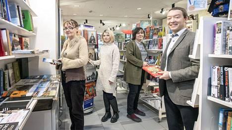 Ruslanian myynti painottuu verkkokauppaan, mutta Bulevardin myymälä on yrityksen kulmakivi. Kuvassa vasemmalta oikealle Veera Koltygina, Veronika Yakushevich, Maria Ponomareva ja Andreas Agopov.