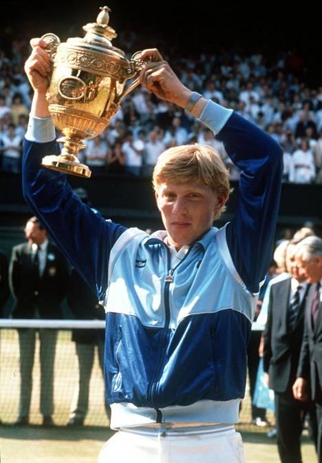 Boris Becker nousi tennismaailman huipulle vain 17-vuotiaana voittamalla Wimbledonissa miesten kaksinpelin.