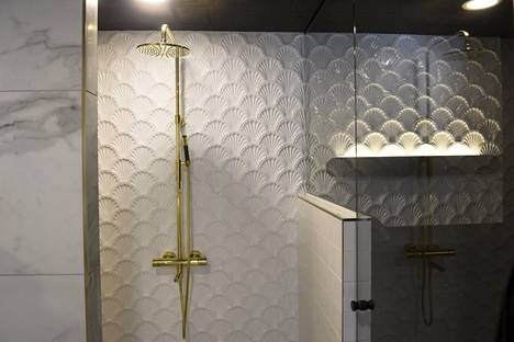 Puustellin Helmen kylpyhuone.