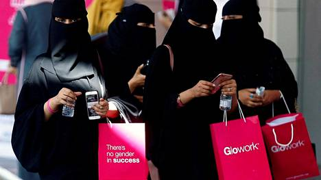 Syksystä lähtien Lähi-idästä on kuultu ilmoituksia naisia koskevien rajoitusten poistumisesta.