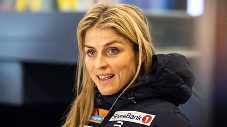Therese Johaug kuvattuna Kuusamon lentokentällä 2018 marraskuussa.