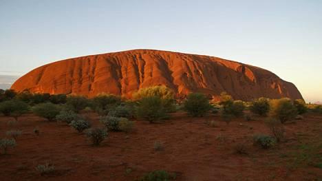 Uluru sijaitsee Australian keskiosissa.