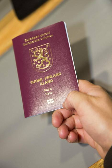 Ilman voimassaolevaa passia myös viisumi lakkaa.