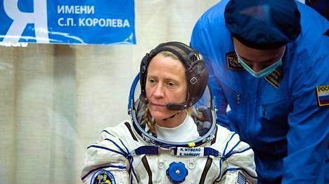 Karen on NASA:n astronautti. Hänen taivutteleminen mukaan dokumenttiin oli pitkä prosessi.