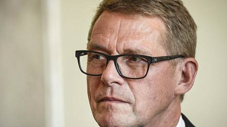 Puhemies Matti Vanhanen on teroittanut, että kansanedustajien ei pitäisi ilmoittaa omia kantojaan edustajien rikostutkintoihin ennen kuin tutkinnat on saatu päätökseen, sillä edustajat voivat joutua tuomarin rooliin, kun kyse on eduskunnassa puhutusta asiasta.