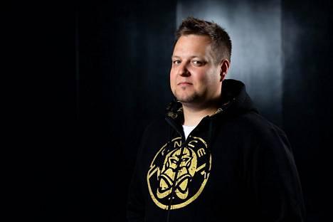 34-vuotias Leppänen on yksi ENCEn omistajista. Hän pelasi CS:ää huipputasolla 15 vuotta, kunnes lopetti peliuran keväällä 2015.