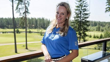 Sirpa Selänne kertoi borrelioositartunnastaan Kummit Golf -hyväntekeväisyystapahtuman kymmenvuotisturnauksessa Kirkkonummella.