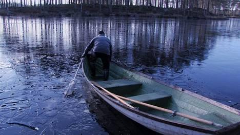 Dokumentti Nälkämaan Sampo seuraa Talvivaaran kaivoksen vaiheita ympäristöä puolustavien aktivistien näkökulmasta.