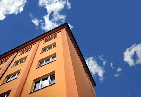 Asuntojen hintojen nousu on kaventanut vuokratuottoja.