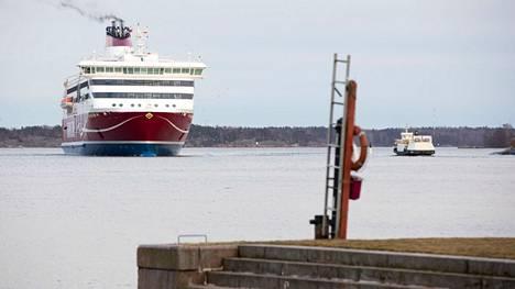 Viking Line liikennöi heinäkuussa Helsinki-Maarianhamina-Tukholma -reitillä pitkän tauon jälkeen.