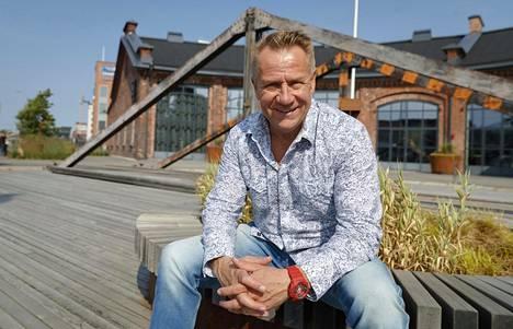 Yö-yhtyeen keulakuva, laulaja Olli Lindholm menehtyi yllättäen alkuvuodesta.