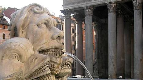 Lähde Pantheonin edustalla.