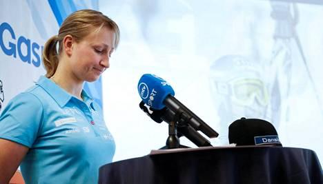 Tanja Poutiainen tiedotti uransa päättymisestä maaliskuussa Urheilumuseossa.