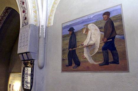Sisällissodan taisteluja Tampereen tuomiokirkkoon paenneet ihmiset saattoivat katsella seinällä Simbergin Haavoittunutta enkeliä.