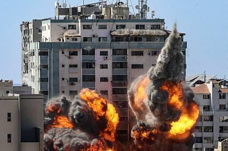 Muun muassa kansainvälisten medioiden käytössä ollut kerrostalo tuhoutui Israelin pommi-iskussa Gazassa. Iskusta varoitettiin etukäteen, ja rakennus ehdittiin evakuoida.