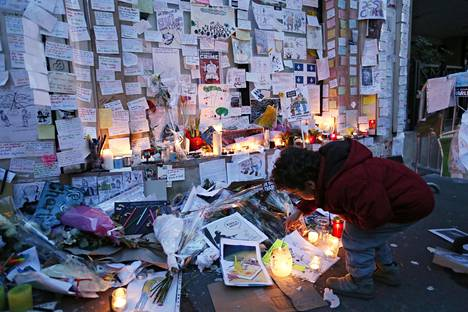 Tammikuussa 2015 satiirilehti Charlie Hebdon toimitus joutui terrori-iskun kohteeksi. Iskussa kuoli 12 ihmistä. Toinen tekijöinä olleista veljeksistä oli tutustunut vankilassa radikaaleihin ääri-islamisteihin.