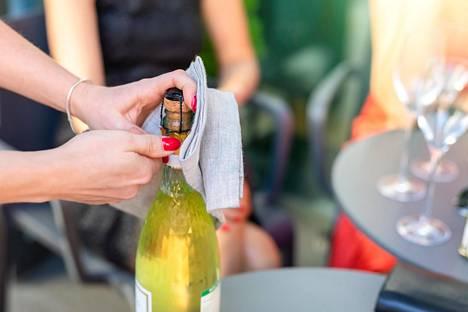 Viime aikoina suomalaisissa kodeissa on poksauteltu kuohuviinejä ja samppanjoita.